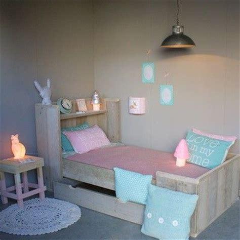 steigerhouten meisjeskamer zomerzoennl pastel