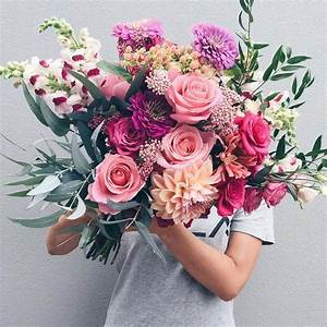 Gosh, this is a crazy beautiful wedding bouquet with roses ...