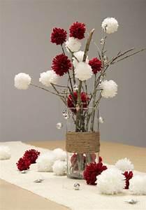 Idée De Décoration : decoration table noel vase branchage pompons en laine noel pinterest ~ Melissatoandfro.com Idées de Décoration