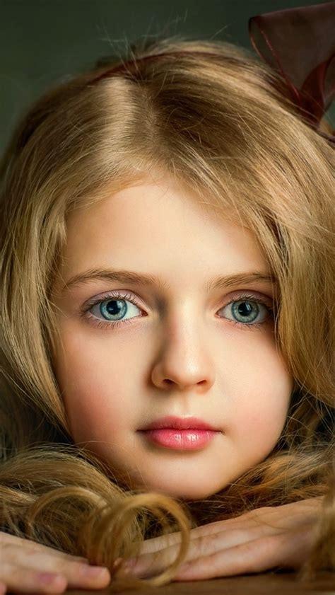 fonds decran belle petite fille blonde visage