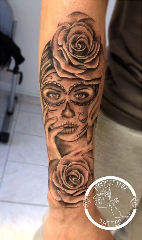 tatouage chapelet avant bras femme tatouage rose bras