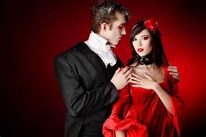 Couples Halloween costumes ideas for a unique party mood