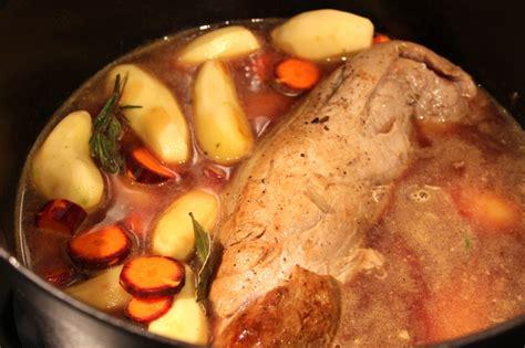 cuisiner un filet mignon de porc au four filet mignon en cocotte pour ceux qui aiment cuisiner