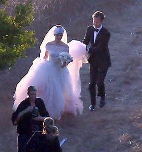More Pics Of Anne Hathaway Wedding Dress 9 Of 52 Anne