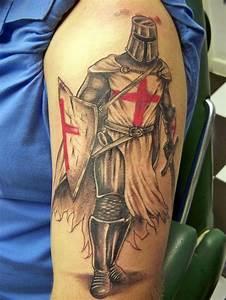 Croix Tatouage Homme : croix des templiers tatouage cochese tattoo ~ Dallasstarsshop.com Idées de Décoration
