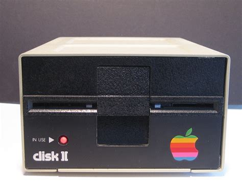 cool case mod mac mini running   apple disk ii