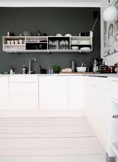 cuisine moderne noir et blanc cuisine moderne déco noir et blanc avec parquet blanc