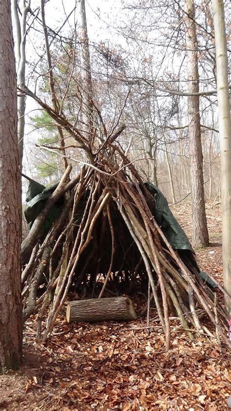 zelt mit kindern im wald bauen kinderoutdoor outdoor