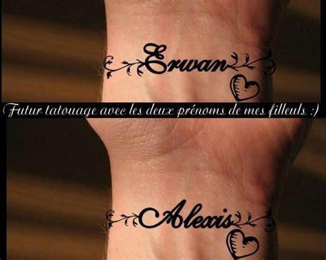 tatouages prenoms poignet