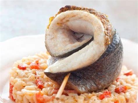 comment cuisiner un saumon entier comment lever les filets d 39 un poisson rond à 2 filets t