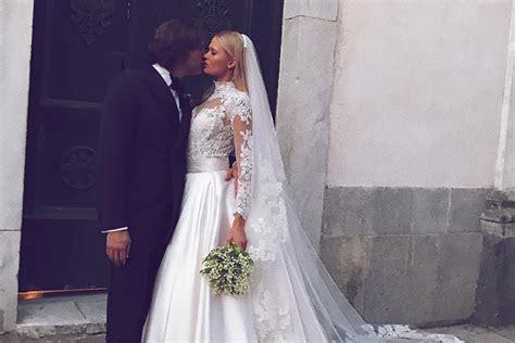 victorias secret model marries   amalfi coast