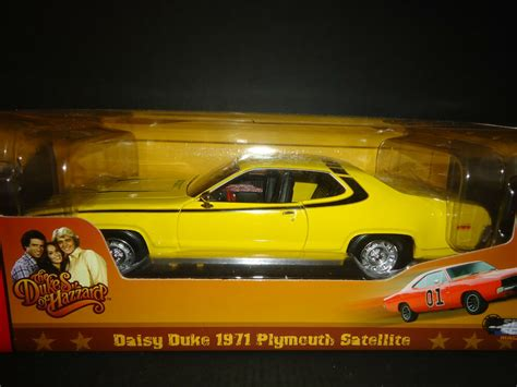 Auto World Plymouth Satellite 1971 Daisy Duke 1/18 Dukes