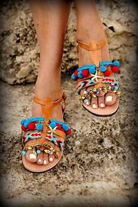 Pom Pom Schuhe : spartan greek leather sandals with pom pom von elinalinardaki wanted pinterest coole ~ Frokenaadalensverden.com Haus und Dekorationen