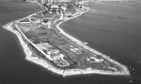 hart island  abandoned hospital atop  mass grave site