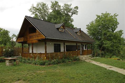Proiecte de case ieftine. 3 locuinte superbe, la pret redus • Casa și Grădina