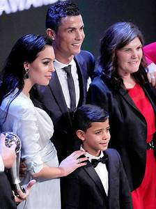 Cristiano Ronaldos Girlfriend Finally Reveals Baby Bump