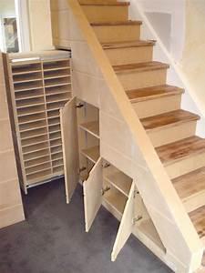 Placard Escalier : rangement placard sous escalier ~ Carolinahurricanesstore.com Idées de Décoration