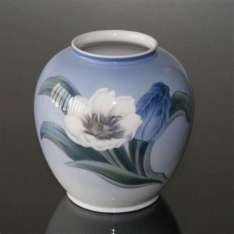 royal copenhagen vases vase with tulip royal copenhagen no r2656 35 a alt