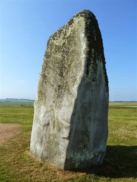 The Stones of Stonehenge: Stone 16
