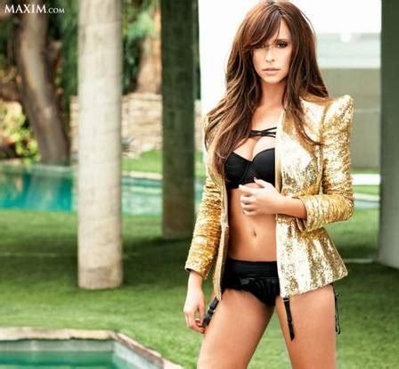 foto de Jennifer Love Hewitt posa de lingerie para capa de revista
