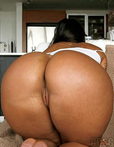 Ebony Milf Show Her Juicy Bubble Butt