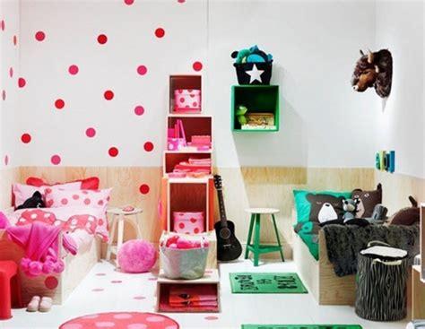 peindre une chambre avec deux couleurs idee deco chambre enfant mixte