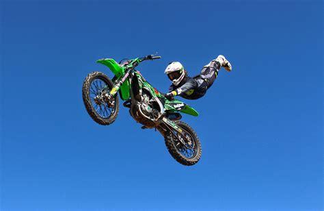 freestyle motocross riders airtime trickery with scott billett freestyle motocross