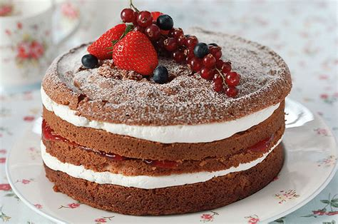 berry victoria sponge recipe goodtoknow
