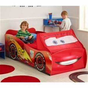 Lit Enfant 4 Ans : deco chambre enfant cars pas cher meuble cars flash mc queen decoration chambre petit ~ Teatrodelosmanantiales.com Idées de Décoration