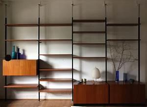 Regal Unter Der Decke : spannst tzenregal in teak von m bolliger designbutik ~ Lizthompson.info Haus und Dekorationen