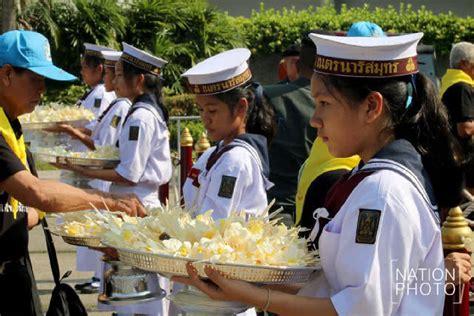 สนามกีฬาไทย-ญี่ปุ่นดินแดงแน่น! ประชาชนมาถวายดอกไม้จันทน์