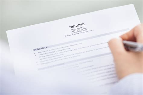 how to include your contact information on your resume