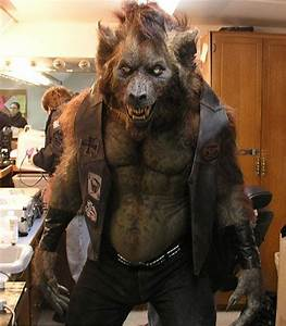 FREAKIN' AWESOME!!!! THIS is how a werewolf should look ...