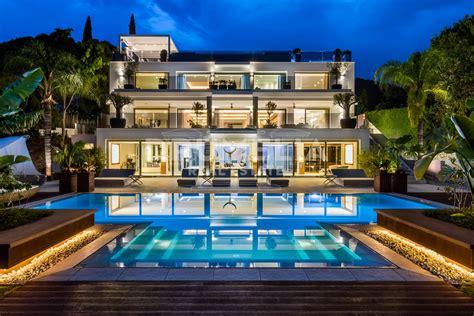 Outstanding Luxury Modern Villa, Cascada De Camojan