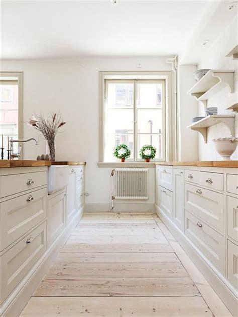 cuisine en bois h黎re idée relooking cuisine cuisine bois et blanc plateaux en bois et meubles blancs de cuisine listspirit com leading inspiration culture