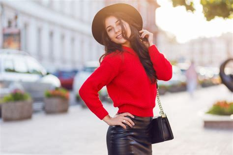 Outdoor Fashion Street Style Image Of Seductive Brunette Woman In Autumn Casual Outfit Walking