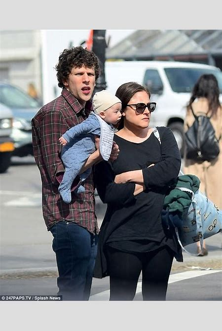 Jesse Eisenberg debuts newborn baby boy in NYC | Daily Mail Online