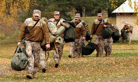 NATO kaujas grupas karavīri dosies pārgājienā Gaiziņkalna ...