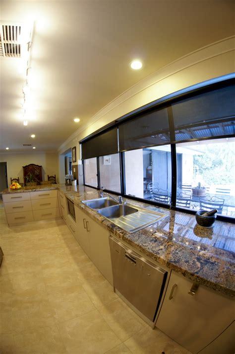 oak kitchen cabinets crema bordeaux granite granite kitchens 3450