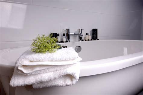 comment nettoyer une baignoire en email comment reparer une baignoire en acrylique