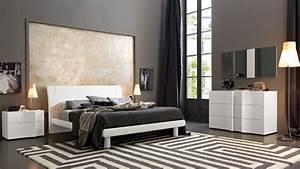 Elegant wood modern master bedroom set feat wood grain for Master bedroom sets