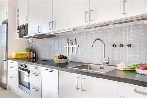 refaire plan de travail cuisine rénov cuisine peinture meubles de cuisine et multi