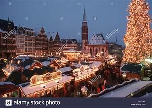 Schönste Weihnachtsmarkt Deutschland : deutschland germany frankfurt frankfurt weihnachtsmarkt am r mer mit stock photo royalty free ~ Frokenaadalensverden.com Haus und Dekorationen