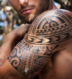 polynesien tatouage maorie epaule homme tatouage maorie
