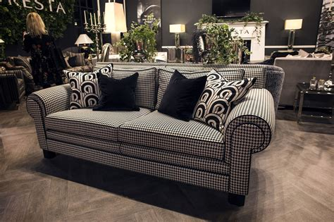Sofa Black And White by Shopping Smart Modern Sofas In Black White And A Blend