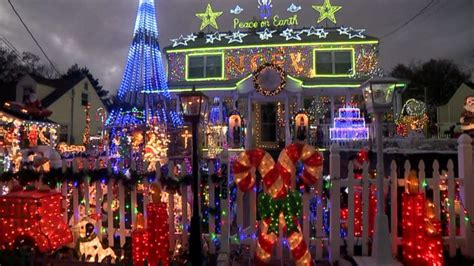 good christmas lights in the east valley 2018 family s lights display courts controversy abc news