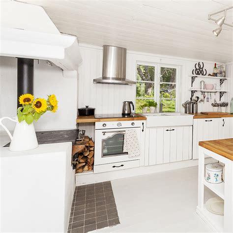 cuisine bois et blanc quel plan de travail choisir pour une cuisine blanche but
