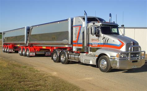 big kenworth trucks humbling kenworth semi trailer truck wallpaper pc large