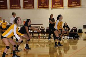 LA VOZ NEWS : Volleyball woes continue, drop eight straight