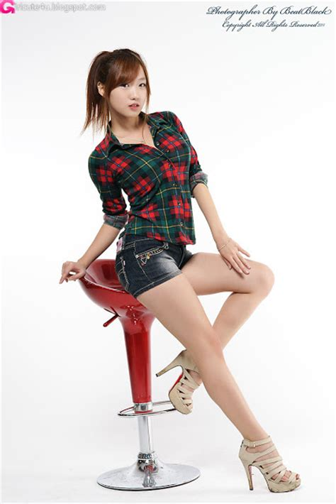 xxx nude girls  yeon green squared blouse  shorts
